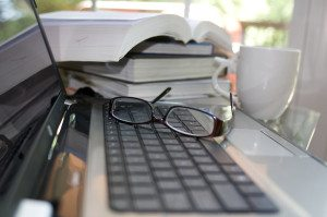 15983-a-laptop-keyboard-with-glasses-pv